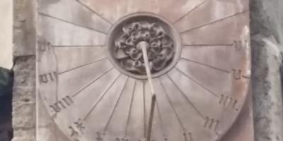 Sonnenuhren in Wien, Stephansdom, Symbolfoto Termine für pflegende Angehörige